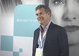 Le Docteur Falkenrodt lors de la conférence chirurgie esthétique de Barcelone